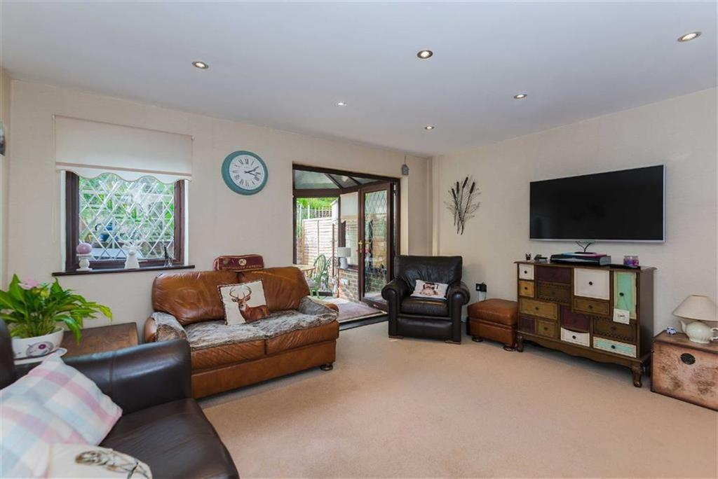 3 Bedrooms Terraced House for sale in Raphael Drive, Watford, Hertfordshire