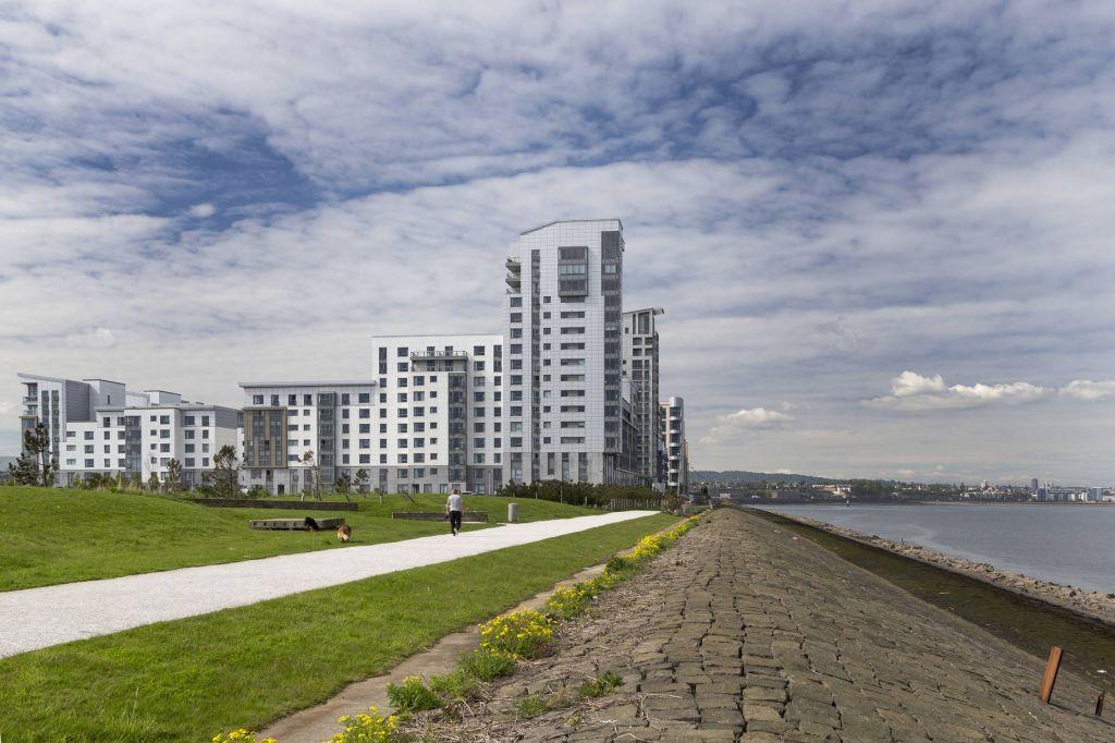 3 Bedrooms Flat for sale in 9/37 Western Harbour View, Edinburgh, EH6 6PG