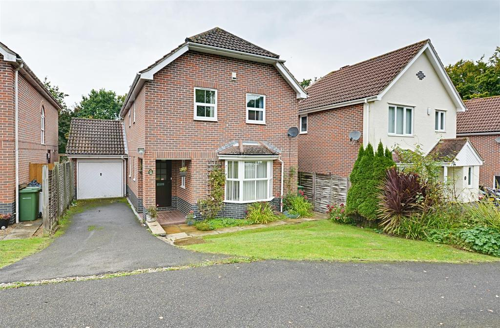 4 Bedrooms Detached House for sale in Beacon Hill, Bexhill-On-Sea