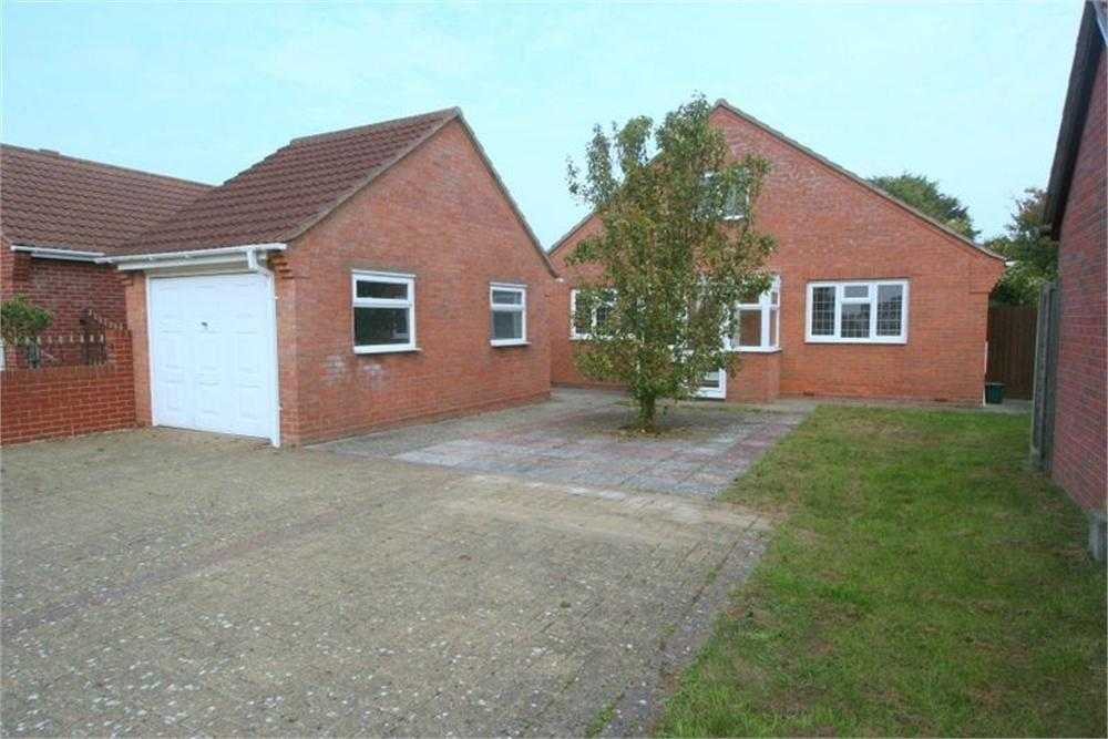 3 Bedrooms Detached Bungalow for sale in Laxton Grove, Great Holland, FRINTON-ON-SEA, Essex