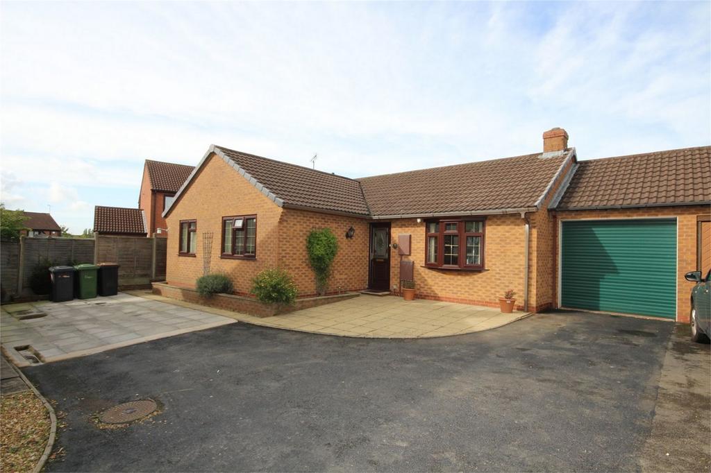 3 Bedrooms Detached Bungalow for sale in Tiverton Drive, Horeston Grange, Nuneaton