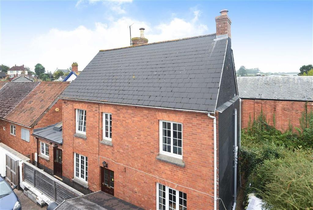 3 Bedrooms Detached House for sale in Higher Street, Cullompton, Devon, EX15