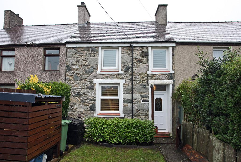 3 Bedrooms Terraced House for sale in Ty'n Y Weirglodd, Penygroes, North Wales