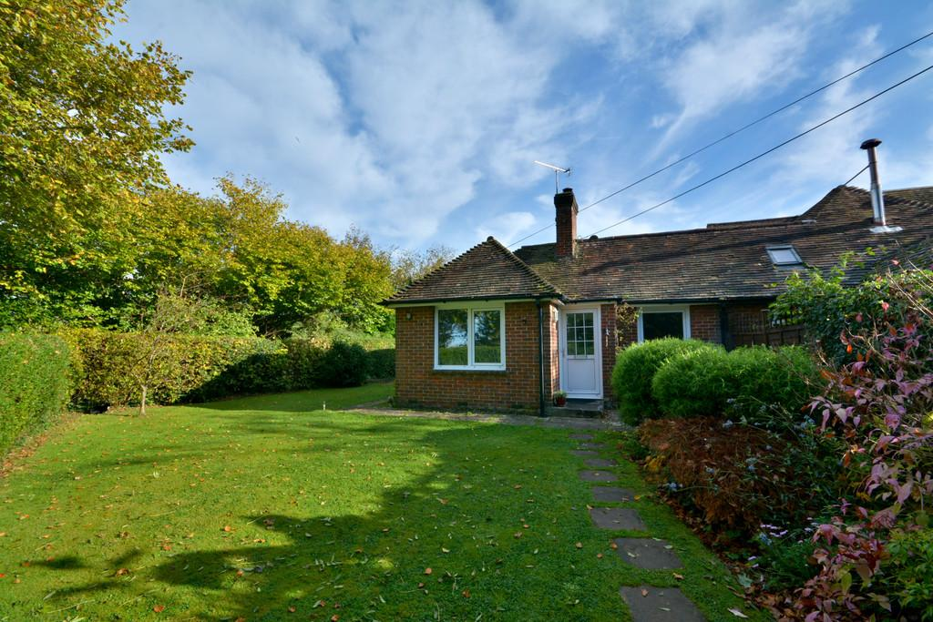 3 Bedrooms Semi Detached Bungalow for sale in West Chiltington