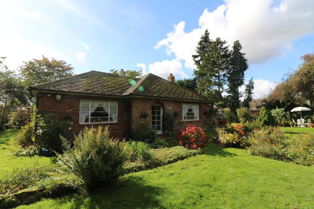 3 Bedrooms Detached Bungalow for sale in Levens Green, Old Hall Green, Nr Ware