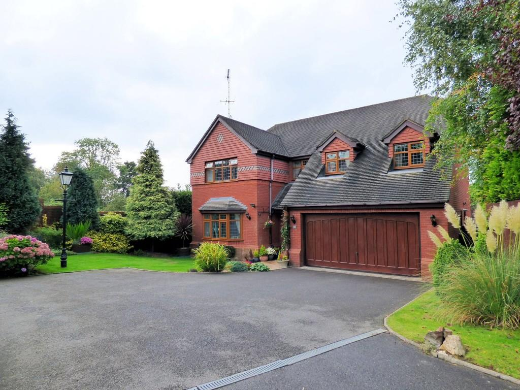 4 Bedrooms Detached House for sale in Churchill Close, Uttoxeter