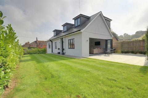 4 bedroom detached house for sale - Queens Road, Haywards Heath