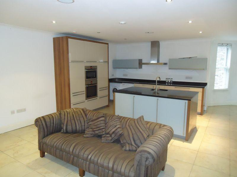 2 Bedrooms Apartment Flat for rent in Ibbotsons Lane, Liverpool