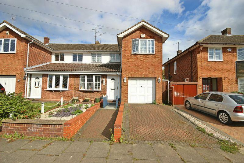 3 Bedrooms Semi Detached House for sale in Broughton Avenue, Luton