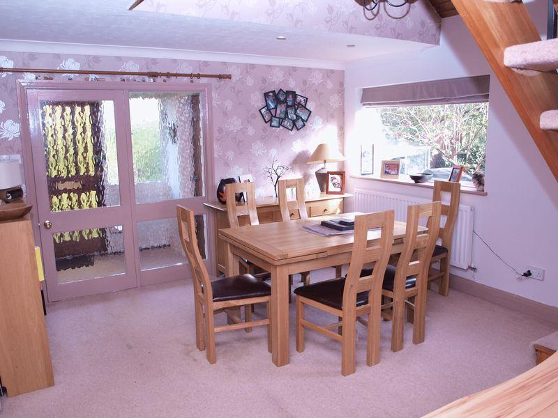 3 Bedrooms Semi Detached House for sale in Long Acre, Cuddington, CW8 2XP