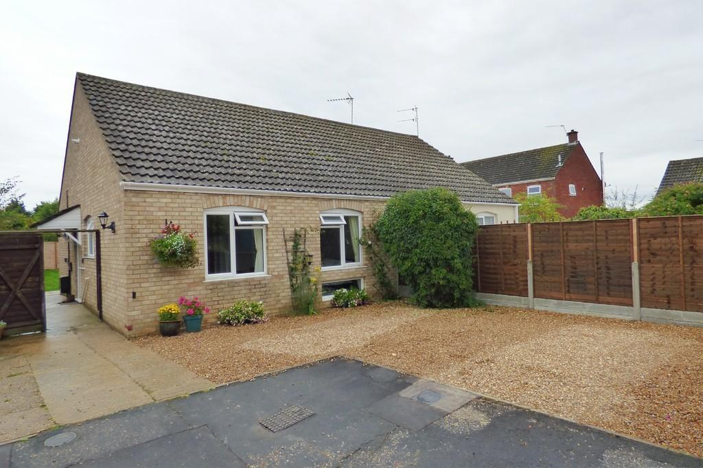 2 Bedrooms Semi Detached Bungalow for sale in Croft Close, Harleston