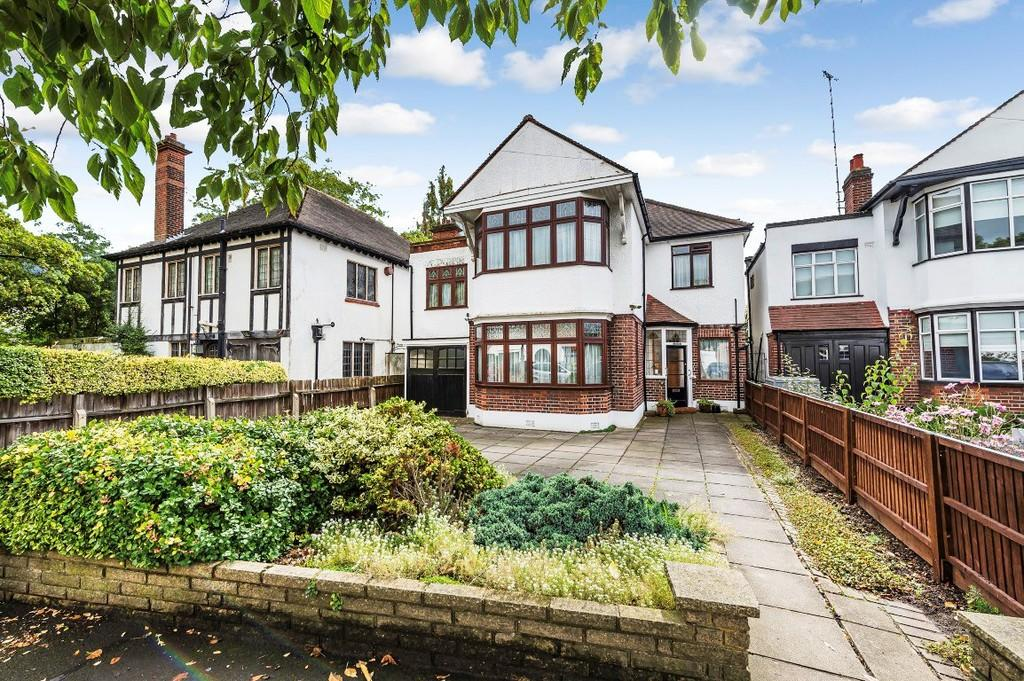 5 Bedrooms Detached House for sale in Overton Drive, Wanstead