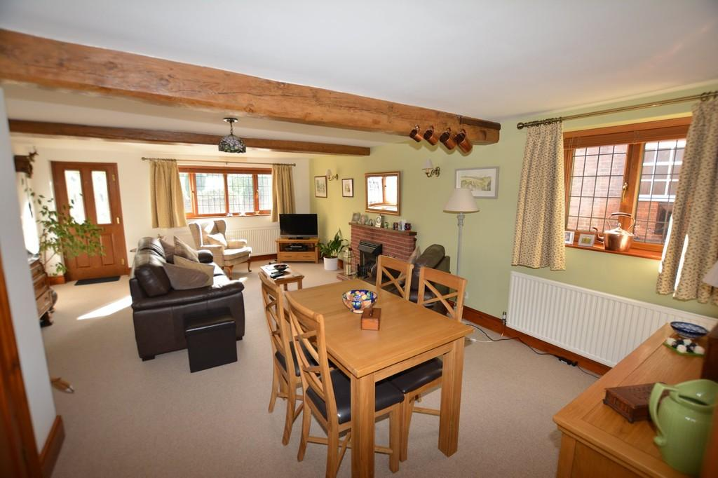 2 Bedrooms Semi Detached House for sale in Station Road, Ollerton Village
