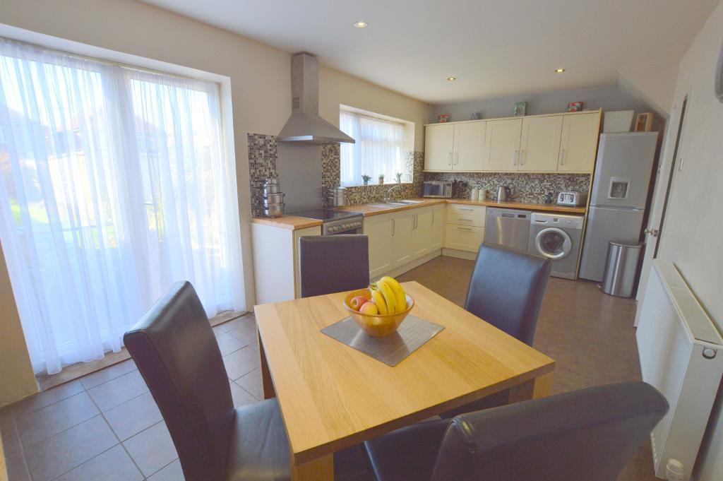 3 Bedrooms Terraced House for sale in Priestleys, Luton, LU1 5QL