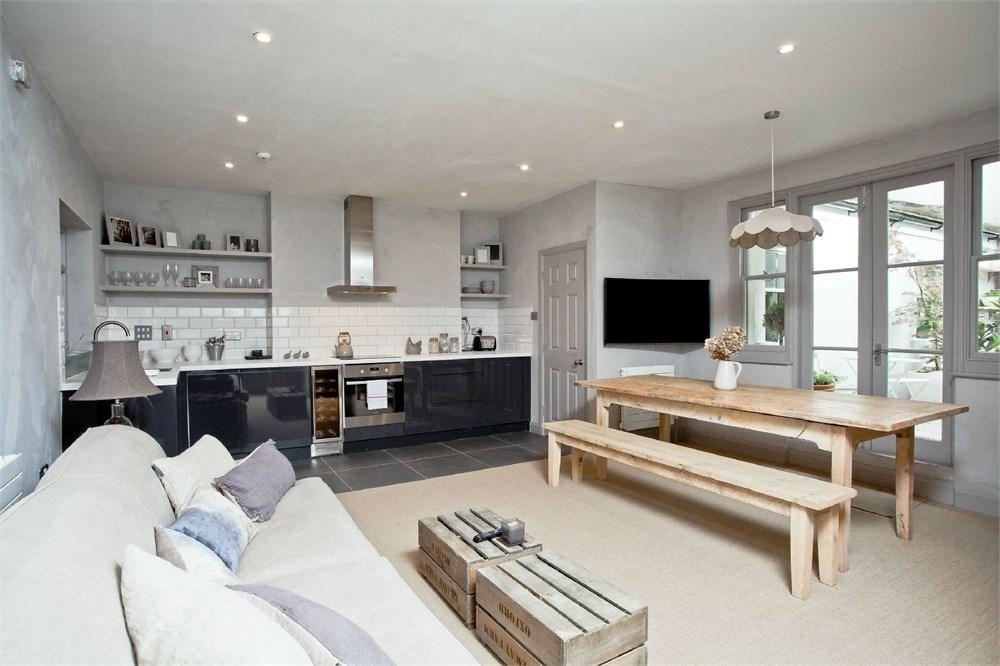 1 Bedroom Flat for sale in Brunswick Square, Hove, BN3