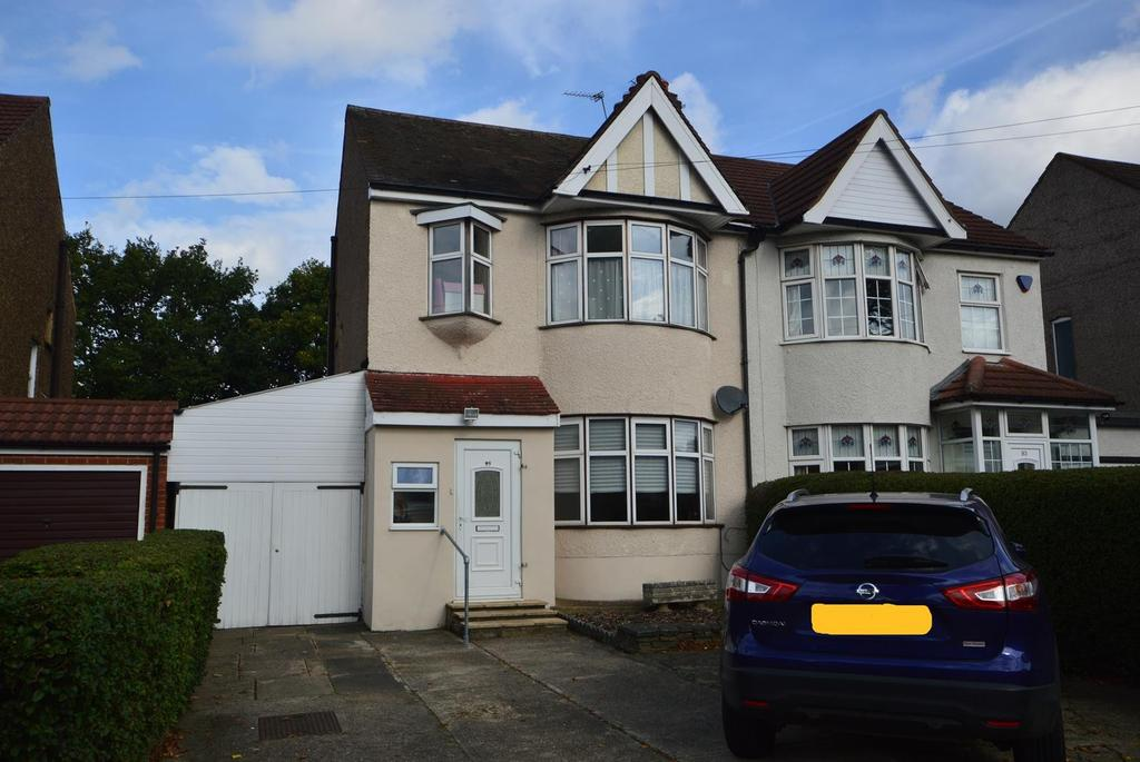 3 Bedrooms Semi Detached House for sale in Fairholme Avenue, Gidea Park, Essex, RM2