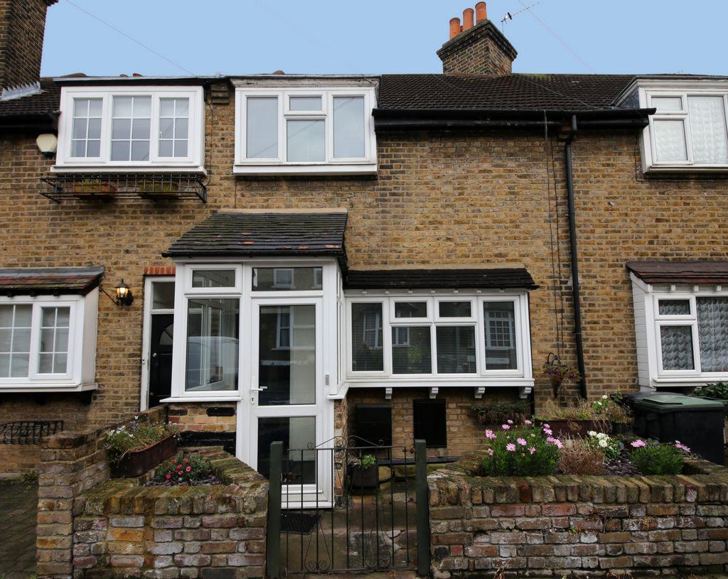 3 Bedrooms Terraced House for sale in Alfred Road, Buckhurst Hill, IG9
