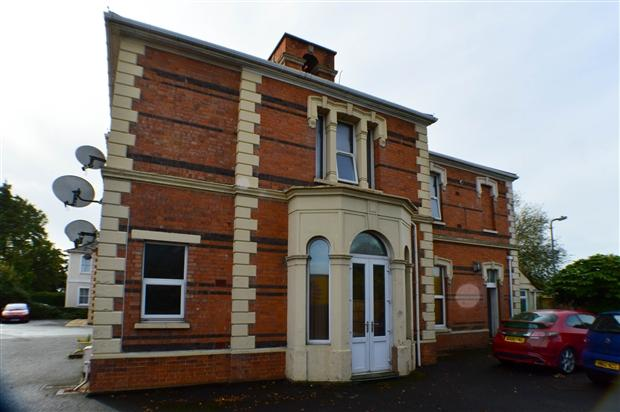 3 Bedrooms Apartment Flat for sale in Taunton Road Bridgwater TA6