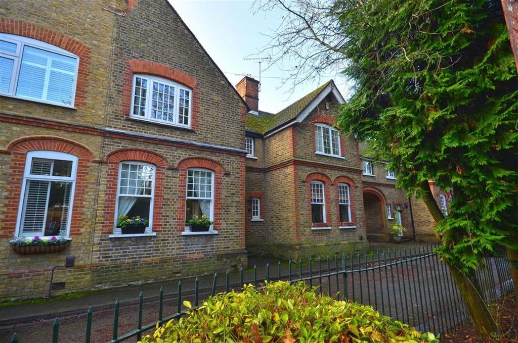 2 Bedrooms Terraced House for sale in Dickinson Square, Croxley Green, Hertfordshire