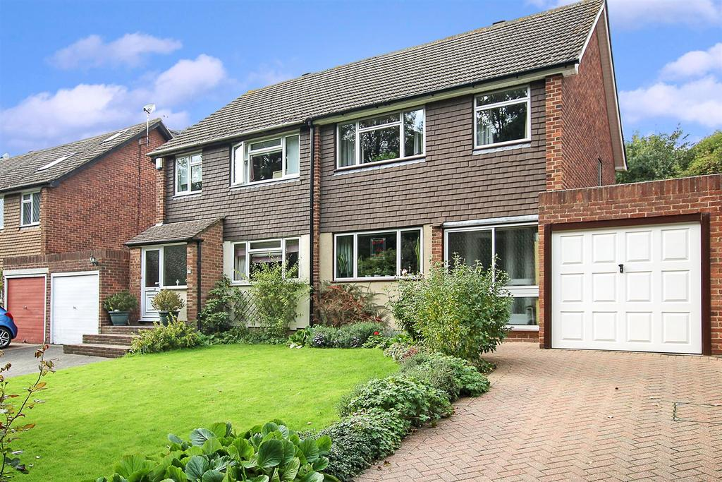 3 Bedrooms Semi Detached House for sale in Ashford Avenue, Brentwood