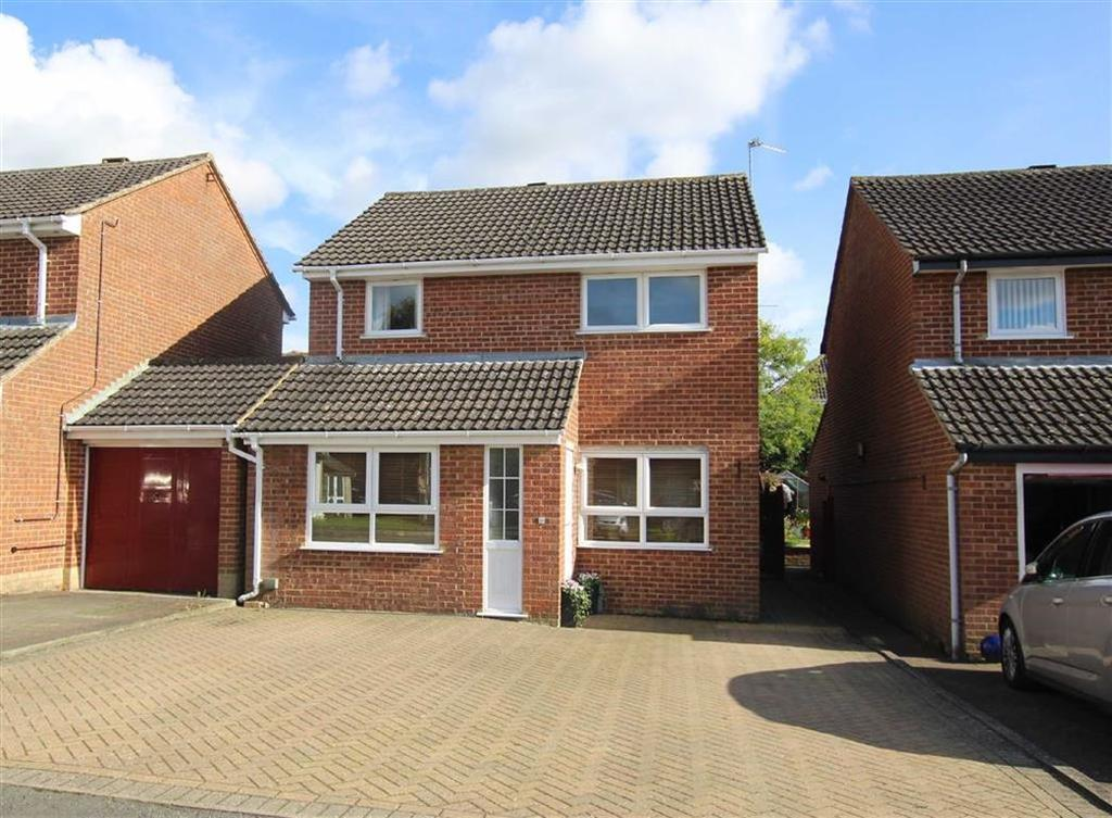 3 Bedrooms Detached House for sale in 28, Blencowe Drive, Brackley