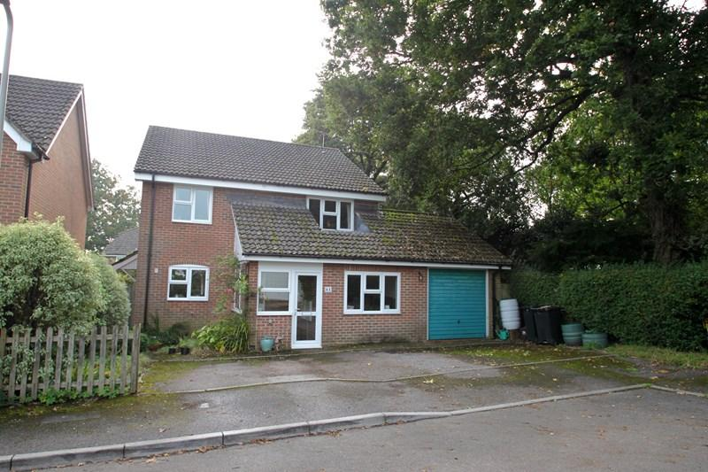 4 Bedrooms Detached House for sale in Broomfield Drive, Fordingbridge