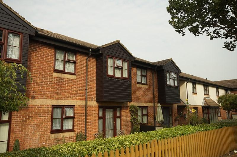 1 Bedroom Retirement Property for sale in Manchester Drive, Leigh-On-Sea