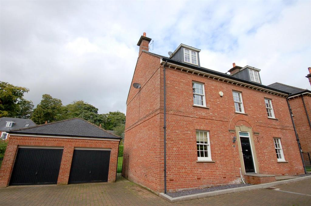 5 Bedrooms Detached House for sale in Lawton Hall Drive, Church Lawton