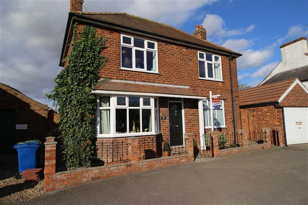 3 Bedrooms Detached House for sale in Main Street, Beeford, East Yorkshire