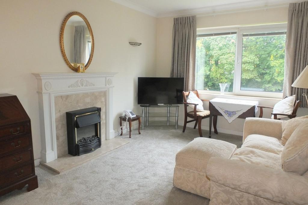 1 Bedroom Retirement Property for sale in Heath Road, Haywards Heath, RH16