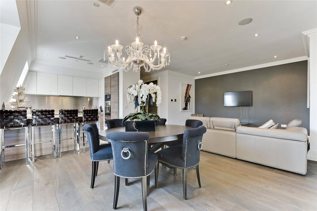 2 Bedrooms Penthouse Flat for sale in Leopold Court, Princess Square, Esher, Surrey, KT10