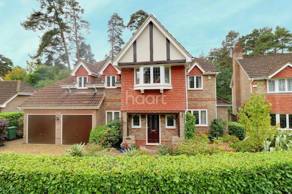 5 Bedrooms Detached House for sale in Stonedene Close, Headley Down, Hampshire
