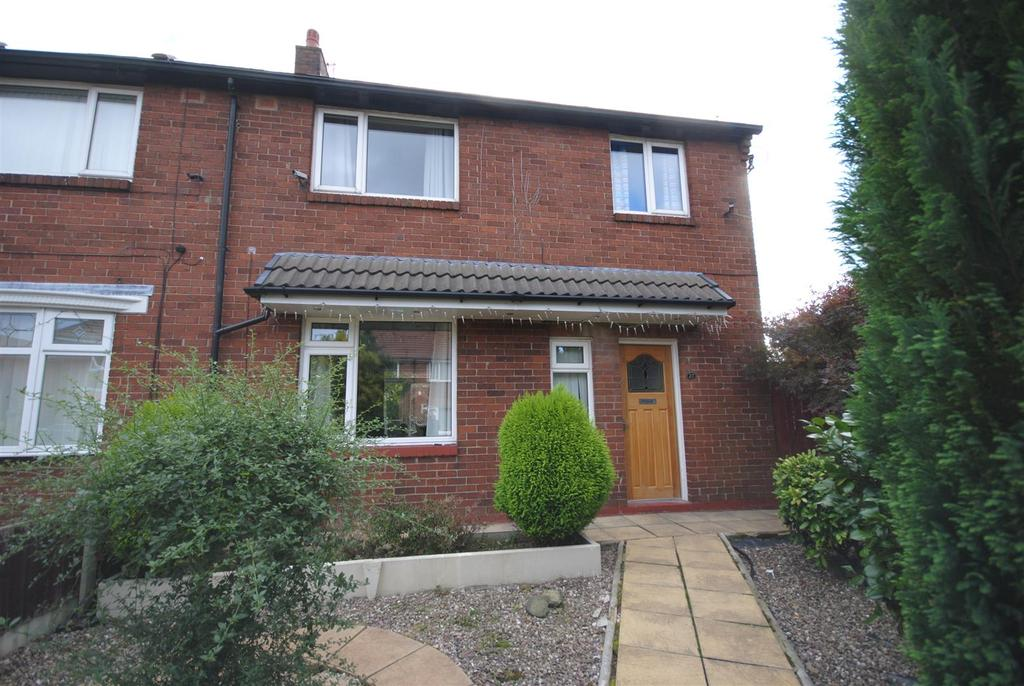 3 Bedrooms Semi Detached House for sale in Burns Close, Worsley Mesnes, Wigan