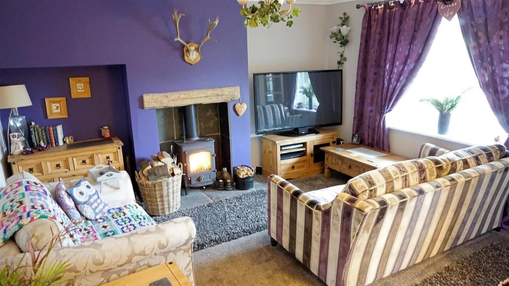 2 Bedrooms Semi Detached House for sale in Milehouse Lane, Milehouse, Newcastle