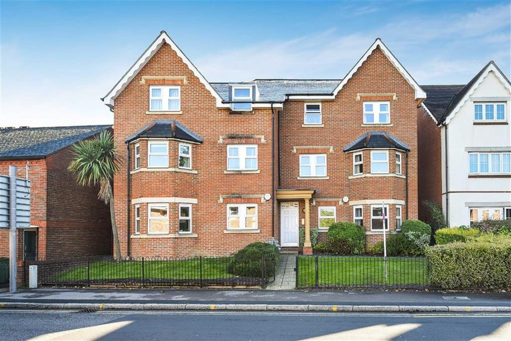 2 Bedrooms Flat for sale in The Courtyard, Stoke Road, Guildford, Surrey, GU1