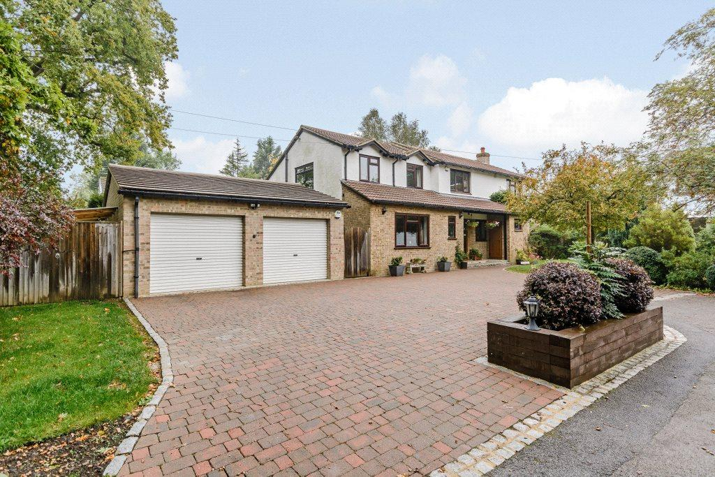 4 Bedrooms Detached House for sale in The Coverts, Tadley, Hampshire, RG26