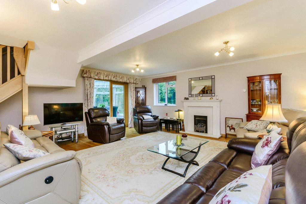 4 Bedrooms Detached House for sale in The Coverts, Hampshire, RG26