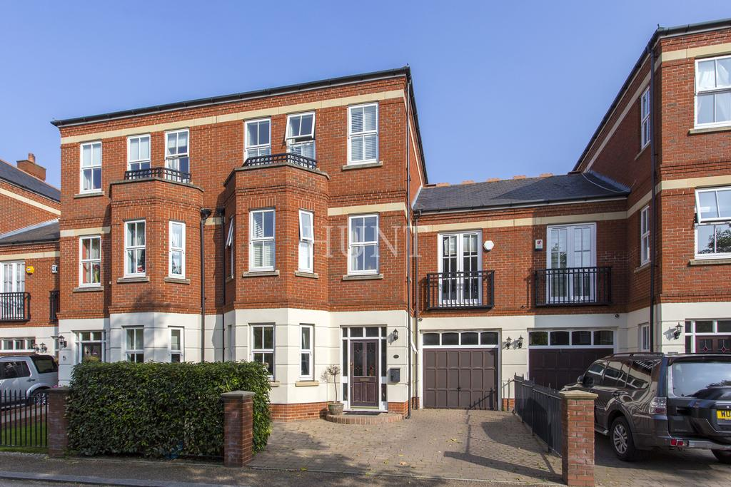 4 Bedrooms Town House for sale in Repton Park, Woodford Green, London IG8