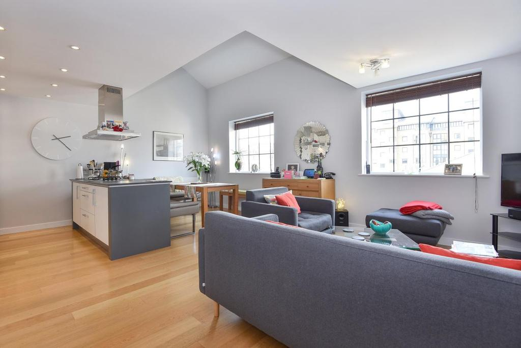 2 Bedrooms Flat for sale in York Road, Battersea