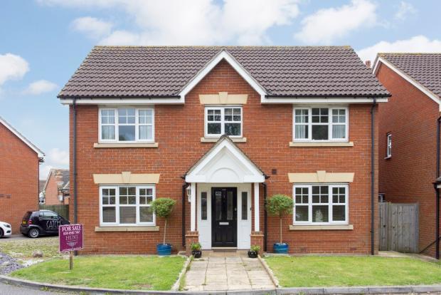 4 Bedrooms Detached House for sale in Barkingside, Ilford, London IG6