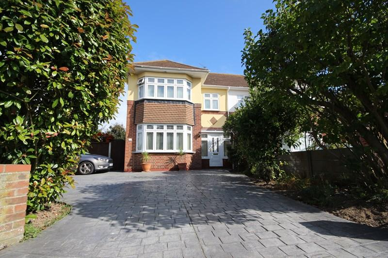 3 Bedrooms Semi Detached House for sale in Turpins Avenue, HOLLAND ON SEA