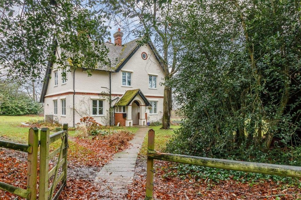 4 Bedrooms Detached House for rent in Loseley Park, Guildford, GU3