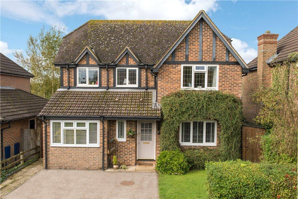 4 Bedrooms Detached House for sale in Langley Close, Winslow, Buckinghamshire