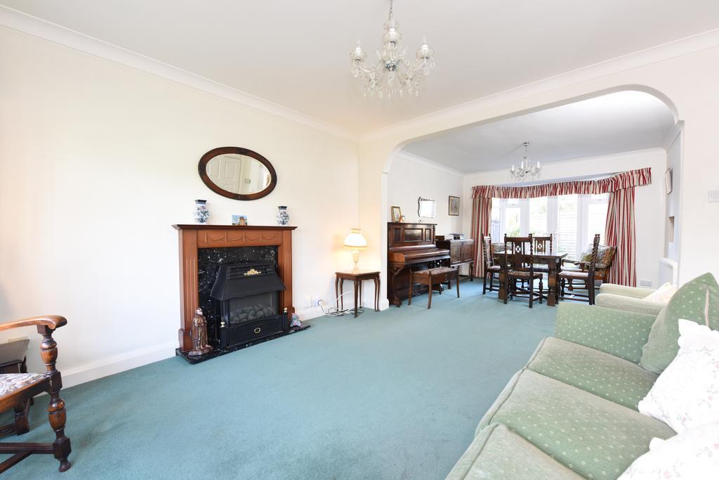 3 Bedrooms Detached House for sale in Sidney Road, WALTON ON THAMES KT12