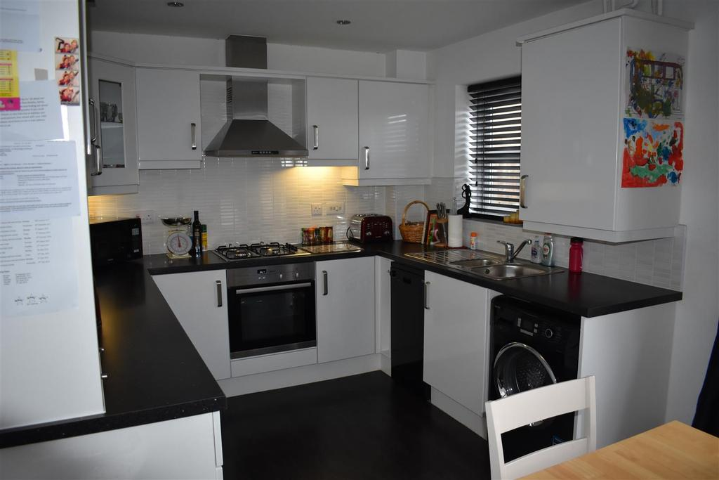 3 Bedrooms Town House for sale in Lowfield Lane, St. Helens