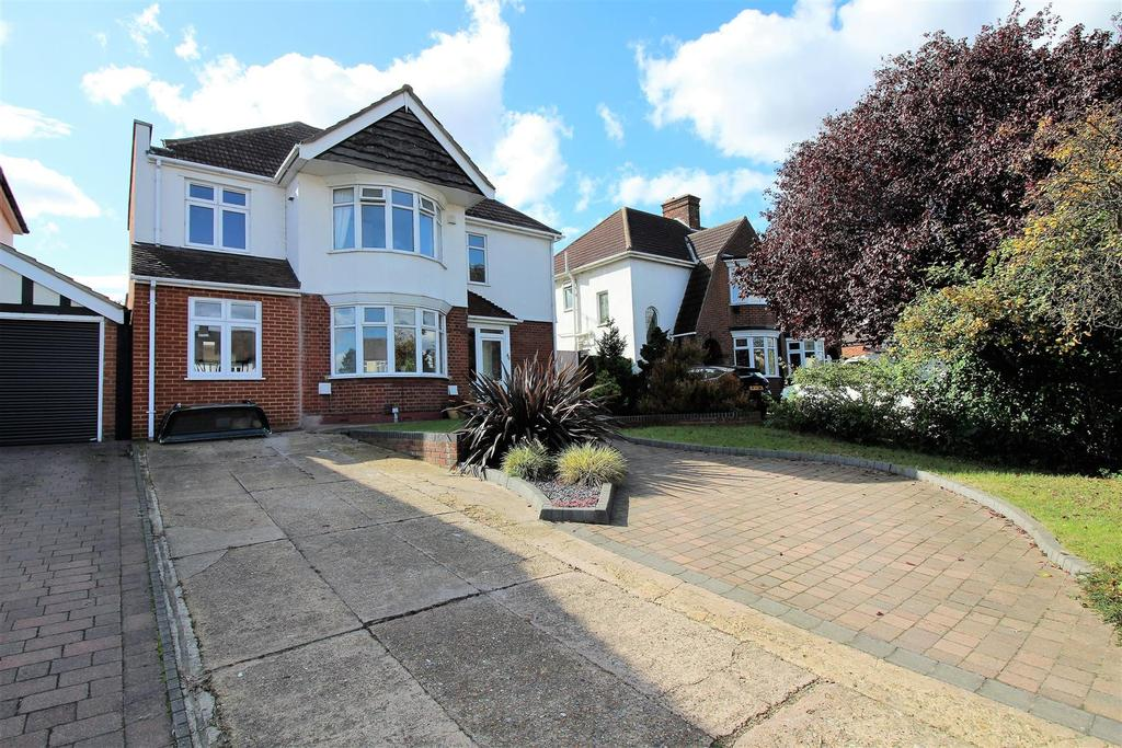 4 Bedrooms Detached House for sale in Wood View, Grays