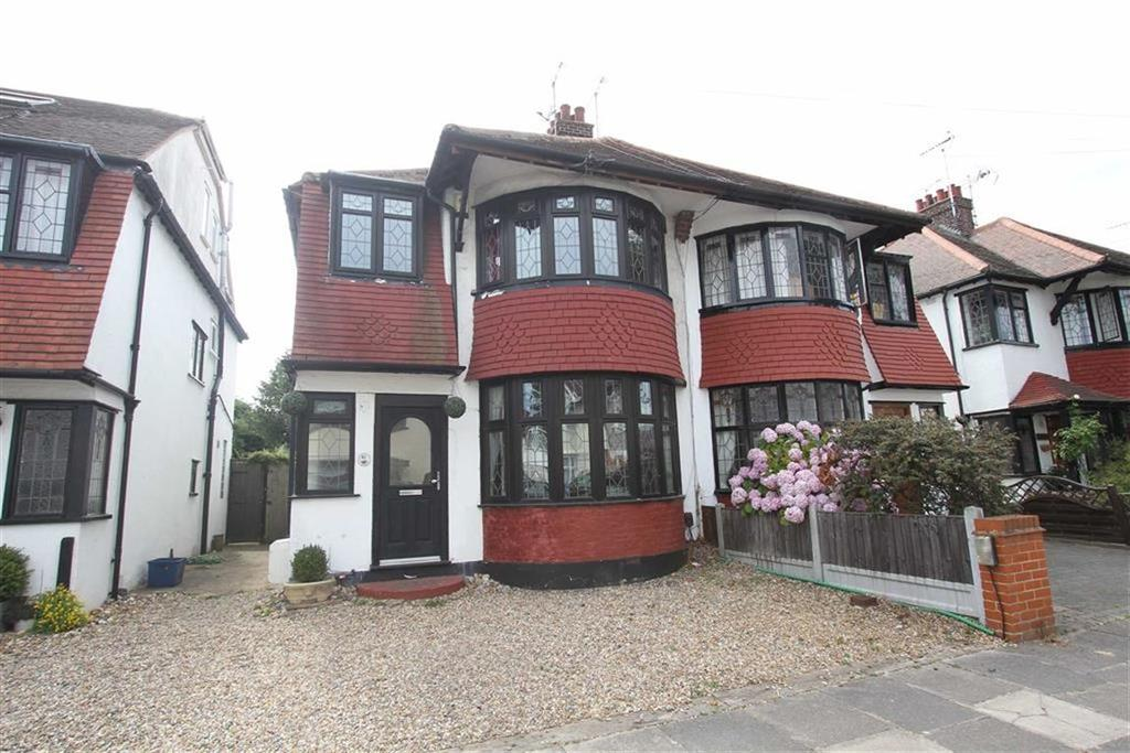 3 Bedrooms Semi Detached House for sale in Crowborough Road, Southend On Sea