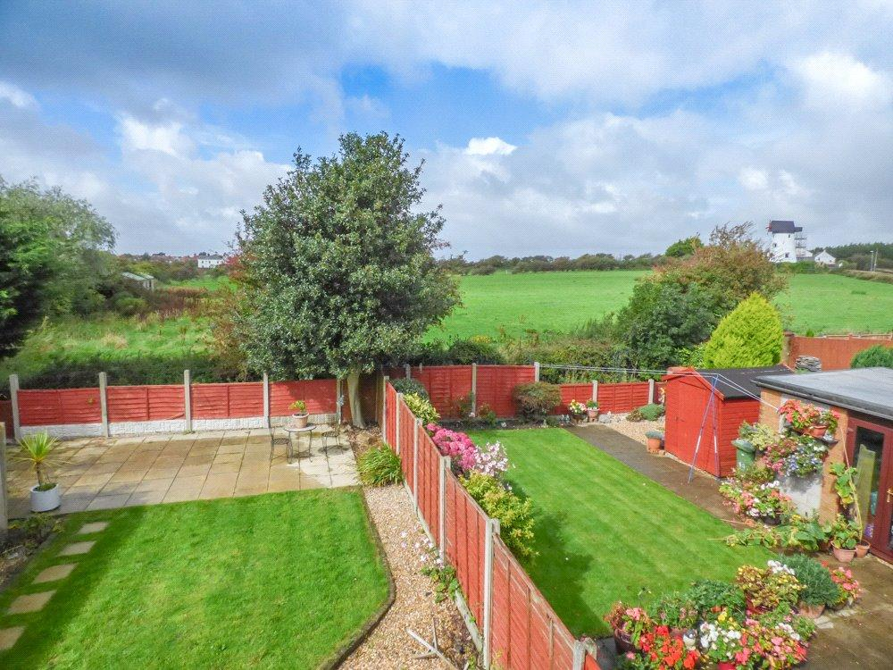 3 Bedrooms Semi Detached Bungalow for sale in Castle Lane, Staining, Blackpool