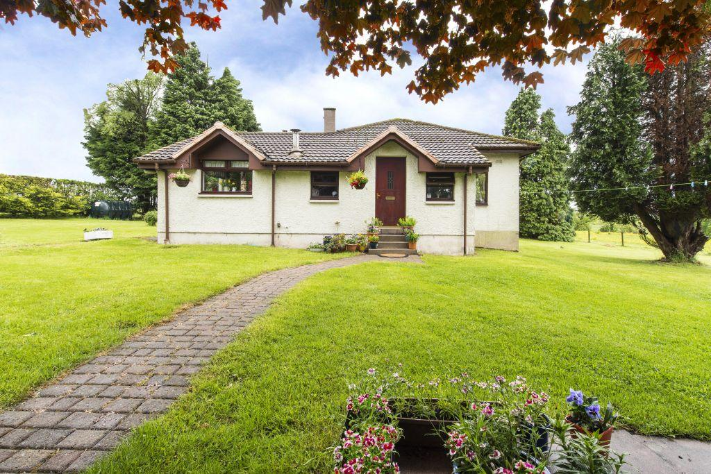 4 Bedrooms Detached Bungalow for sale in 10 Westerboghead Holdings, Crosshill Road, Lenzie, Glasgow, G66 4SR
