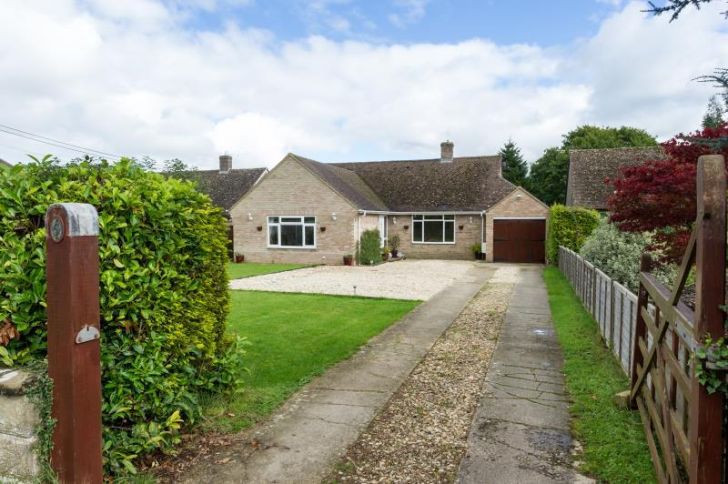 4 Bedrooms Detached House for sale in Wroslyn Road, Freeland, Witney, Oxfordshire